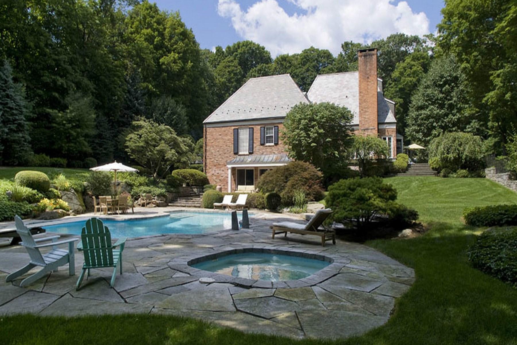 独户住宅 为 销售 在 Gorgeous Lake Views 31 Khakum Wood Drive South Of Parkway, Greenwich, 康涅狄格州 06831 美国