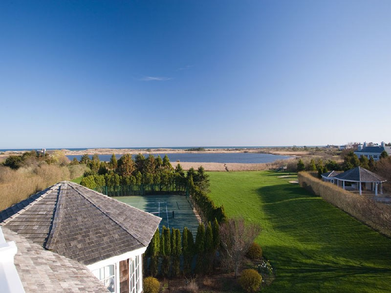 Property Of Gorgeous Waterfront in Fordune