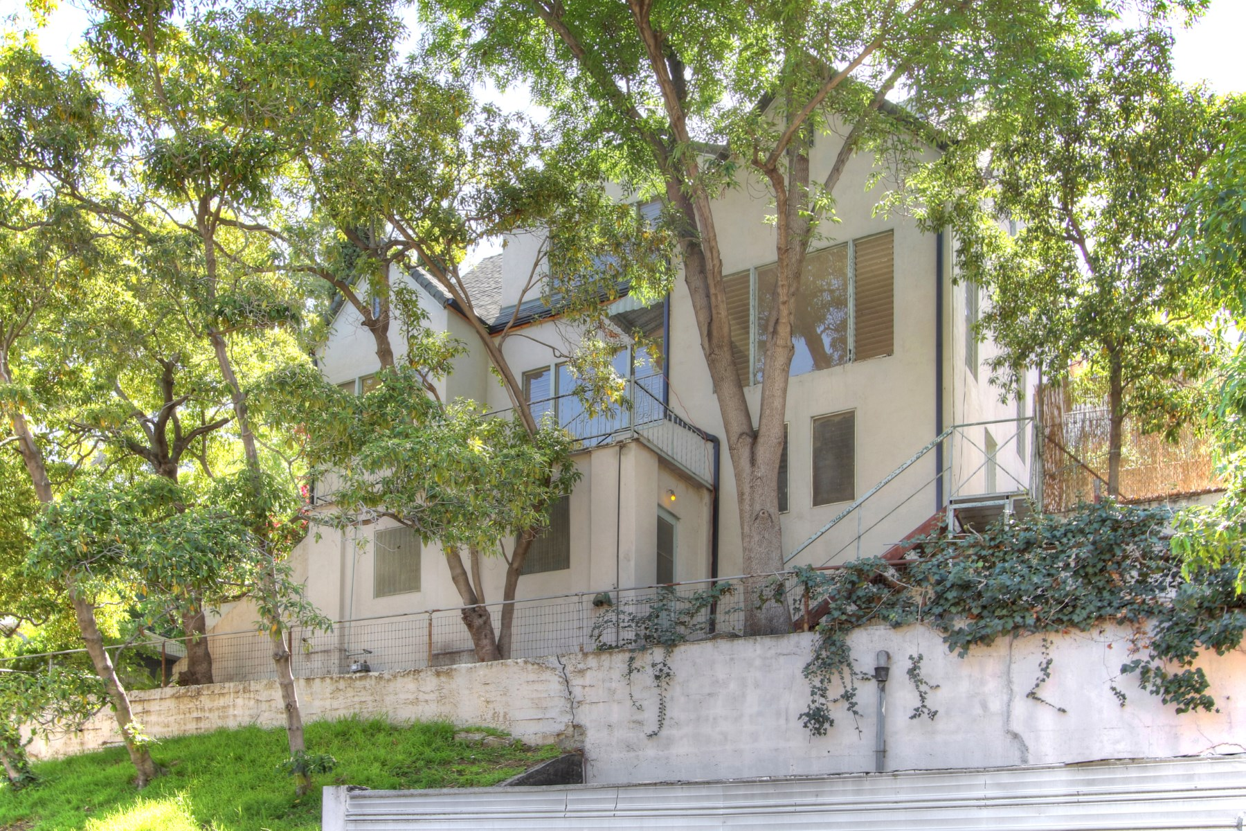 Single Family Home for Sale at 5920 Manola Way Los Angeles, California, 90068 United States