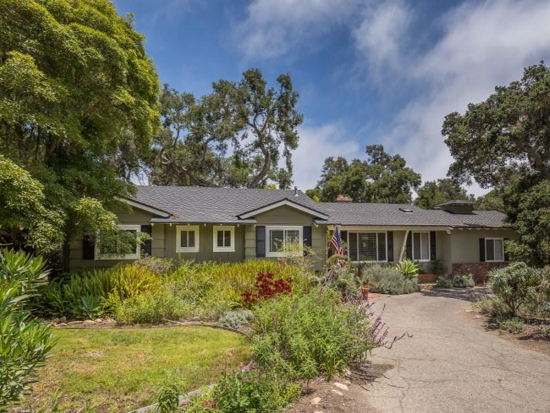 Maison unifamiliale pour l Vente à Desirable Montecito Oaks 166 Santa Isabel Lane Montecito - Lower Village, Montecito, Californie 93108 États-Unis