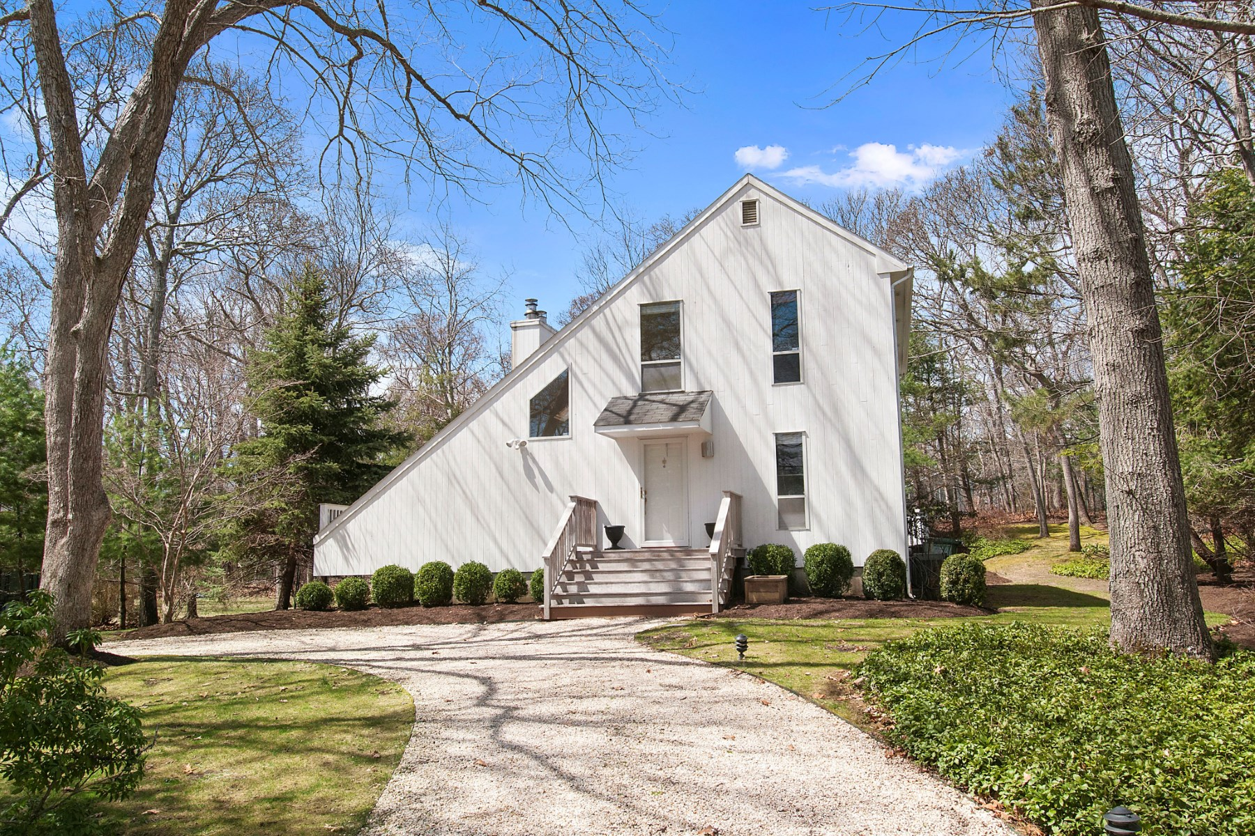 獨棟家庭住宅 為 出售 在 Sleek Contemporary with Bay Breezes 31 Milina Drive East Hampton, 紐約州 11937 美國