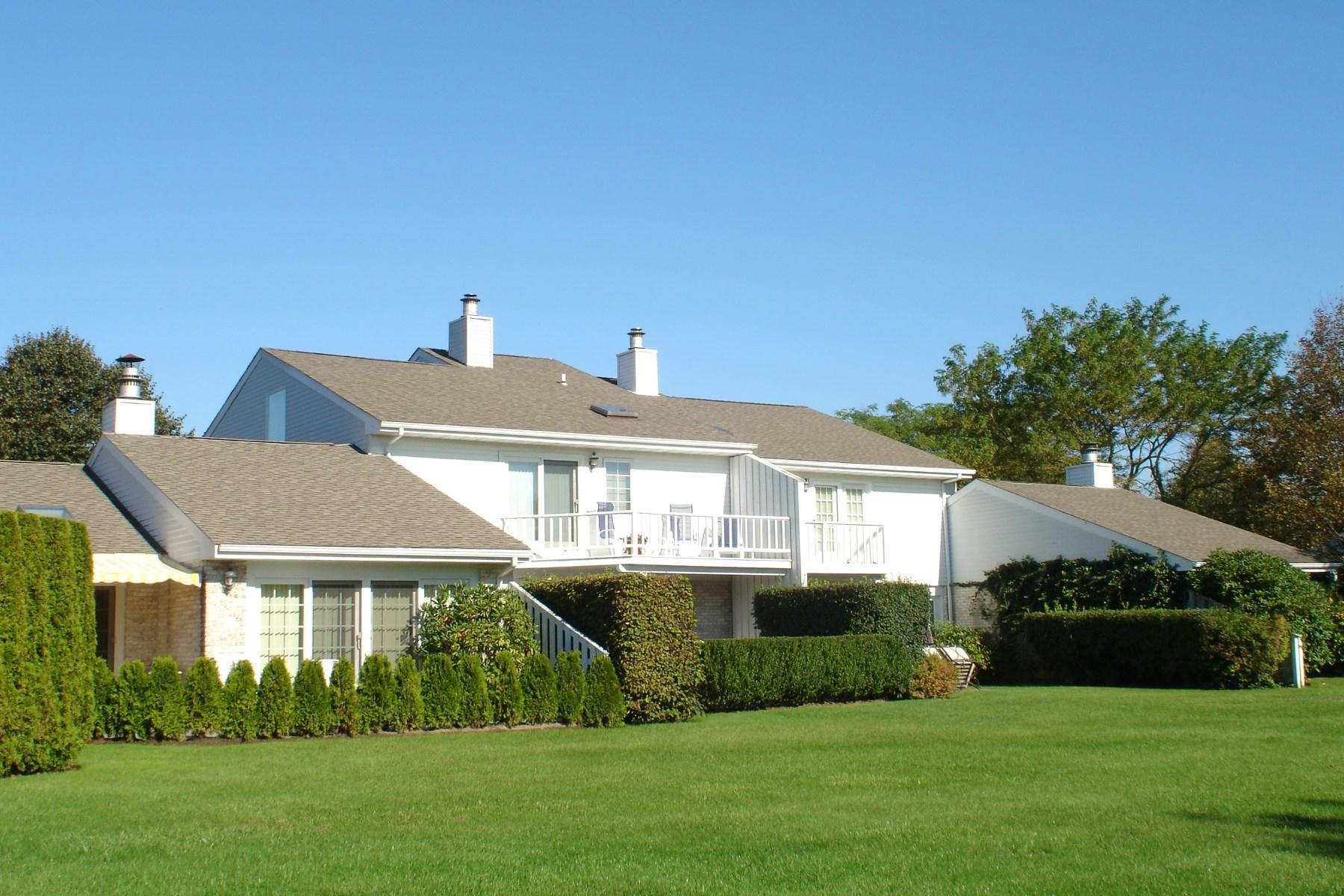 共管式独立产权公寓 为 销售 在 South of 27 Close to Ocean Beaches 520 Hampton Road Unit 18 南安普敦, 纽约州, 11968 美国