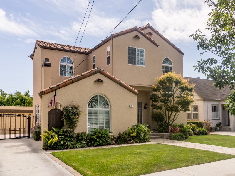 Moradia para Venda às Beyond Perfection in Coveted Maple Park 218 E. Acacia Street Salinas, Califórnia 93901 Estados Unidos
