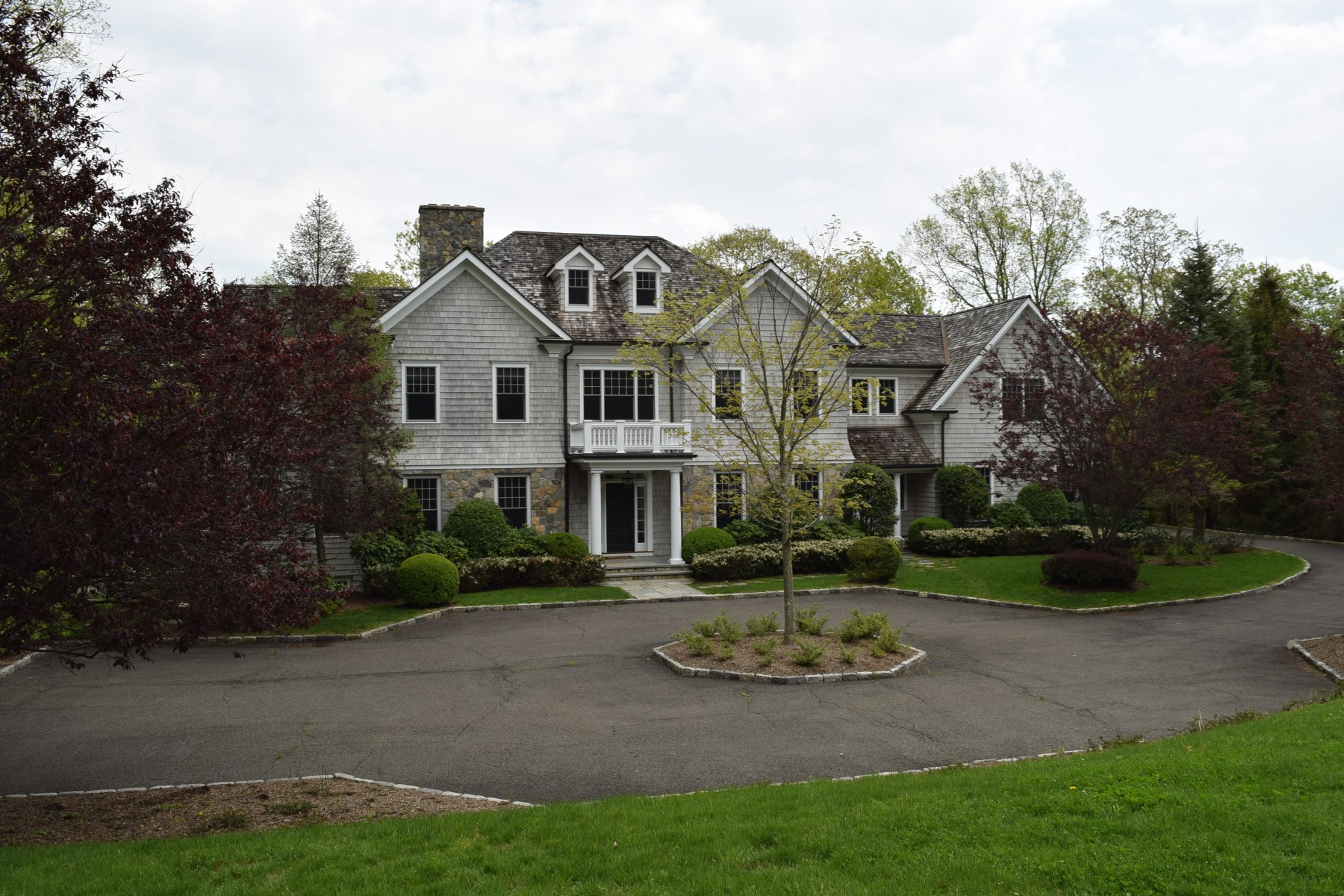 Casa para uma família para Venda às Mid-Country Serenity 19 Desiree Drive Mid-Country, Greenwich, Connecticut, 06830 Estados Unidos