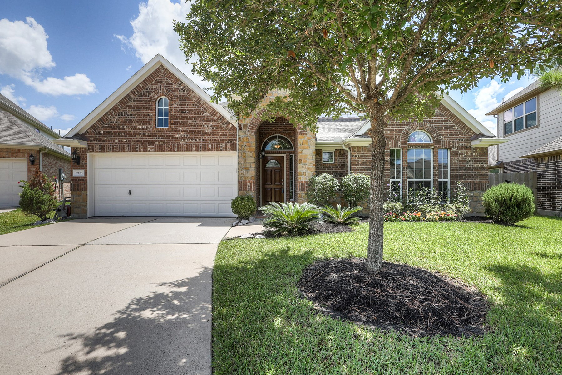 Casa Unifamiliar por un Venta en 2103 Cambridge Bay Pearland, Texas 77584 Estados Unidos