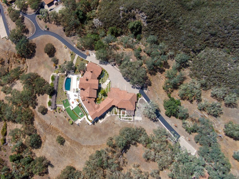 Maison unifamiliale pour l Vente à Astonishing Approx. 53-Acre Estate 16 Vasquez Trail Carmel, Californie 93923 États-Unis