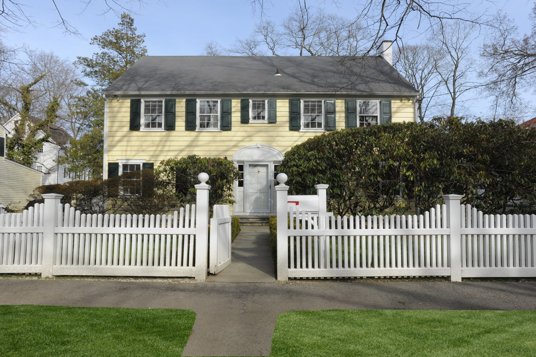 Single Family Home for Sale at Spacious Colonial 25 Perryridge Road South Of Parkway, Greenwich, Connecticut 06830 United States