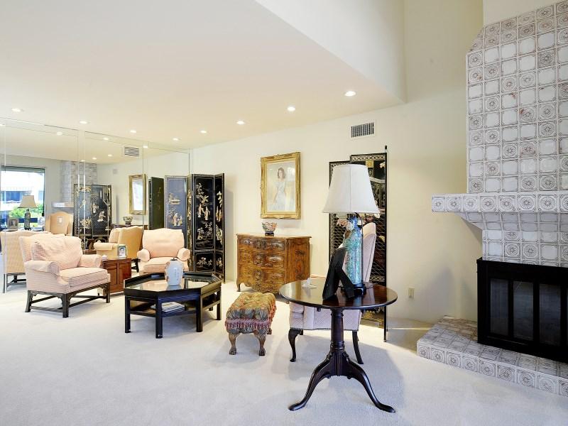 共管式独立产权公寓 为 销售 在 Century Hill Penthouse 2390 Century Hill Los Angeles, 加利福尼亚州 90067 美国