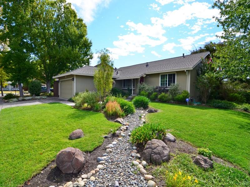 Tek Ailelik Ev için Satış at 2171 Alejandro Drive Santa Rosa, Kaliforniya 95405 Amerika Birleşik Devletleri