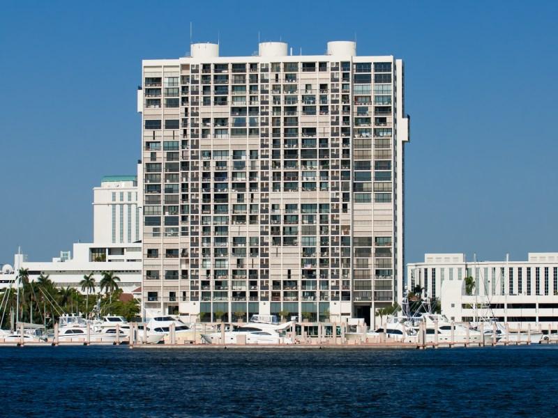 콘도미니엄 용 매매 에 Waterview Towers Condo 400 N Flagler Dr Apt 1206 West Palm Beach, 플로리다 33401 미국