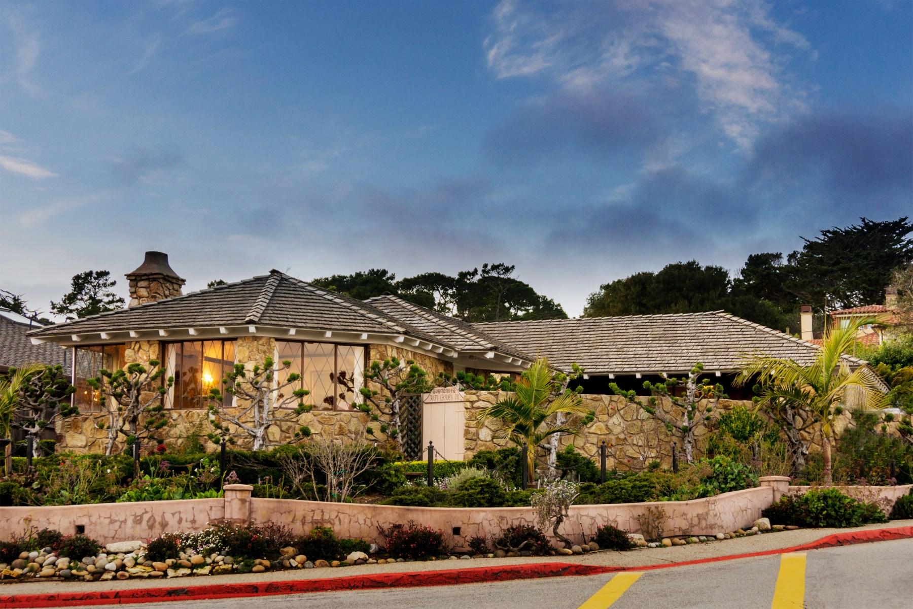 단독 가정 주택 용 매매 에 Prominent Home by the Carmel Mission 3037 Lasuen Drive Carmel, 캘리포니아, 93923 미국