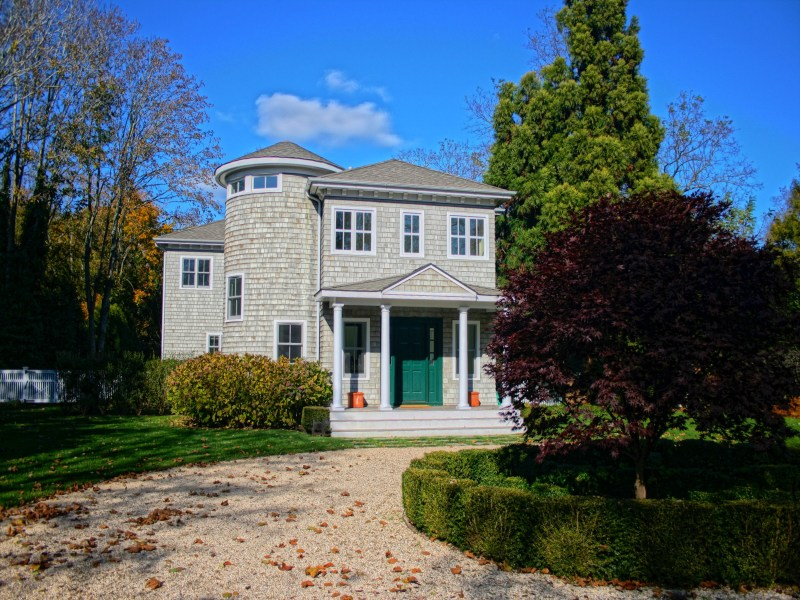 Single Family Home for Rent at PERFECT BRIDGEHAMPTON TRADITIONAL Bridgehampton, New York 11932 United States