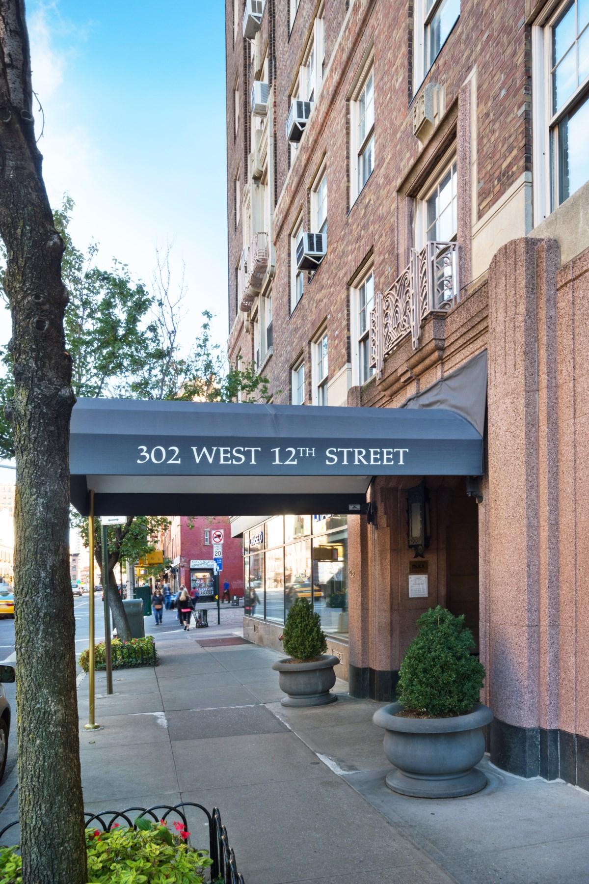 Nhà chung cư vì Bán tại 302 West 12th Street, 2D 302 West 12th Street Apt 2d New York, New York 10014 Hoa Kỳ