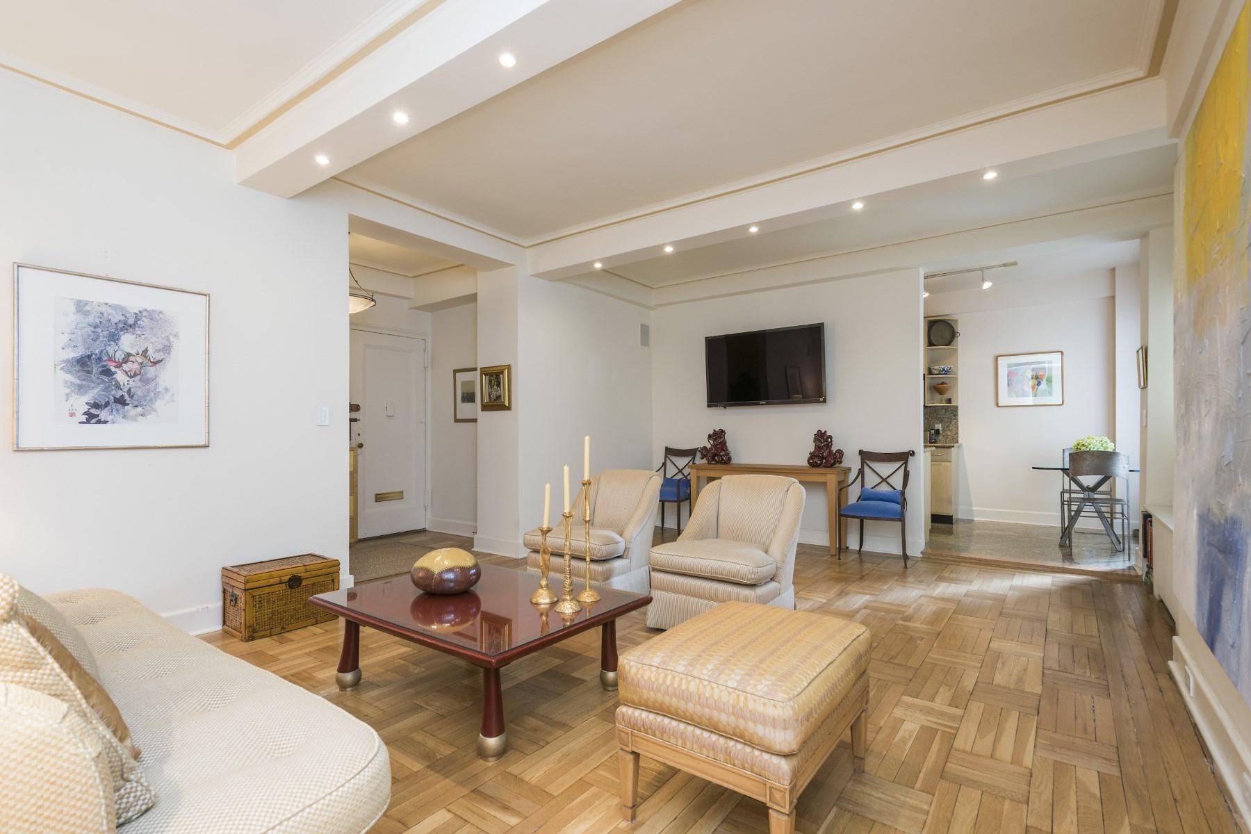 合作公寓 为 销售 在 Spacious Two Bedroom 170 Second Avenue Apt 8A East Village, 纽约, 纽约州, 10003 美国