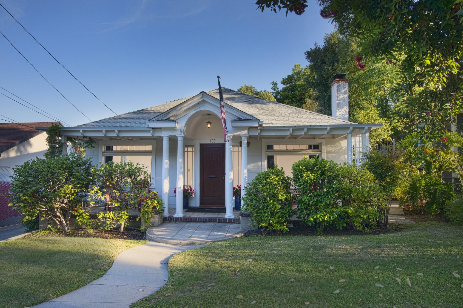 Otros residenciales por un Venta en Two On A Lot In Sierra Madre! 162 Santa Anita Court Sierra Madre, California, 91024 Estados Unidos