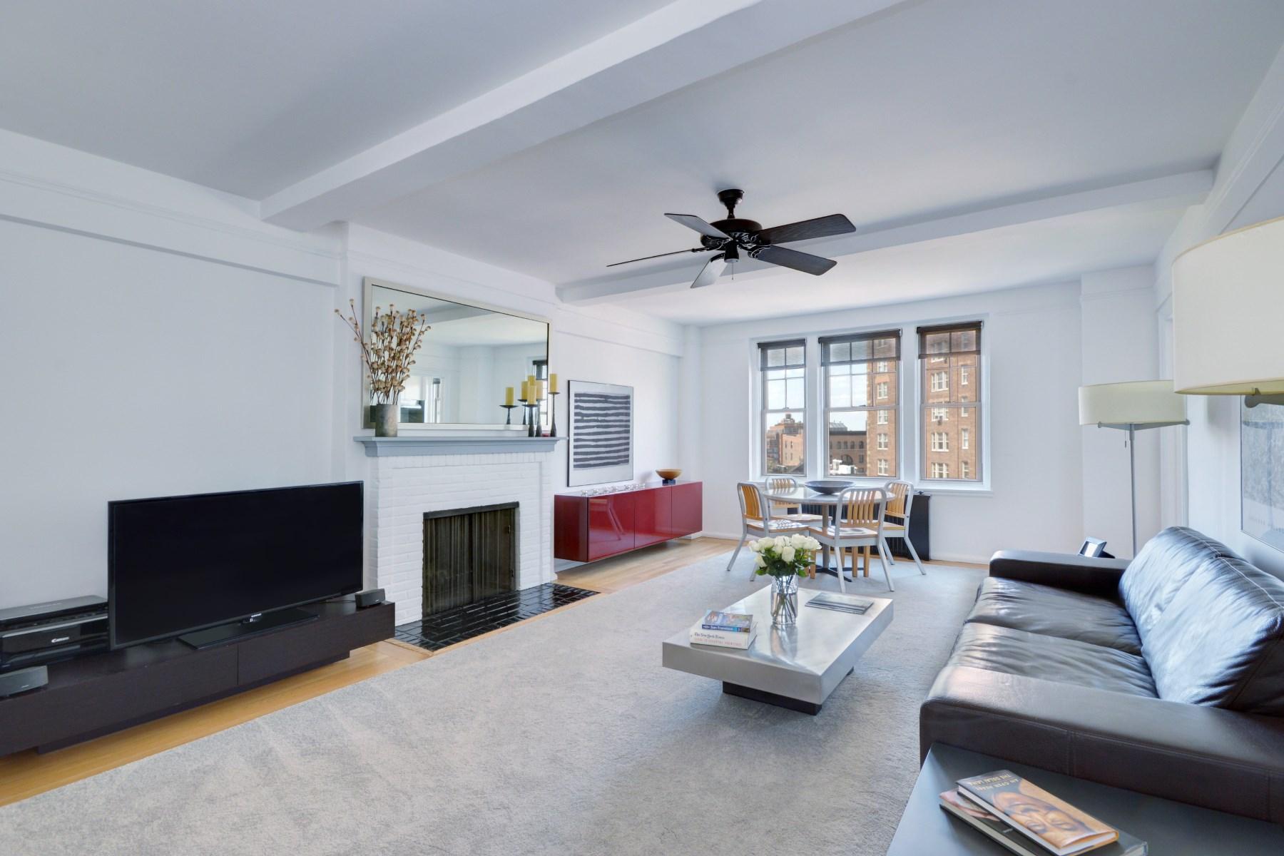 共管式独立产权公寓 为 销售 在 302 West 12th Street, 10D 302 West 12th Street Apt 10d New York, 纽约州 10014 美国
