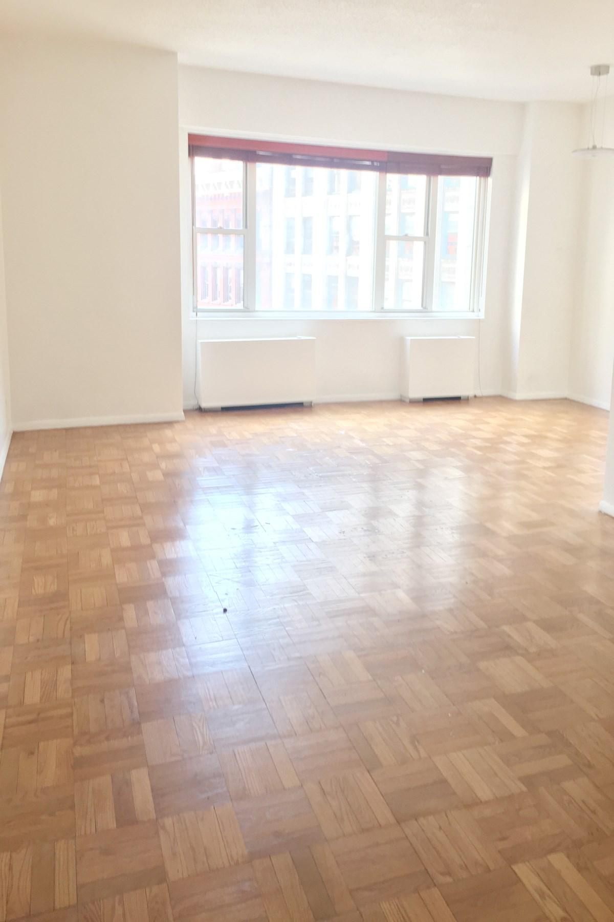 合作公寓 为 销售 在 Greenwich Village condop for Investors 60 East 8th Street Apt 9N 纽约, 纽约州, 10003 美国
