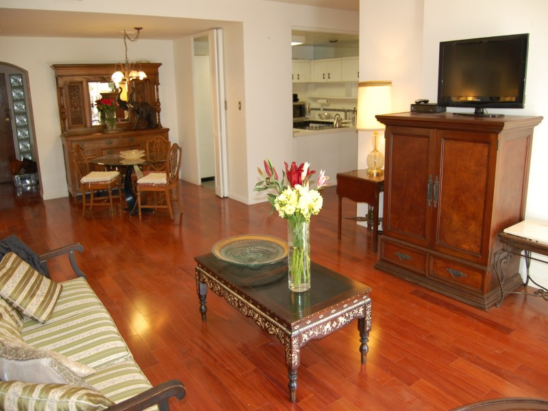 Kat Mülkiyeti için Satış at Spacious Unit Extraordinary Value 10433 Wilshire Blvd Apt. 208 Westwood, Los Angeles, Kaliforniya 90024 Amerika Birleşik Devletleri