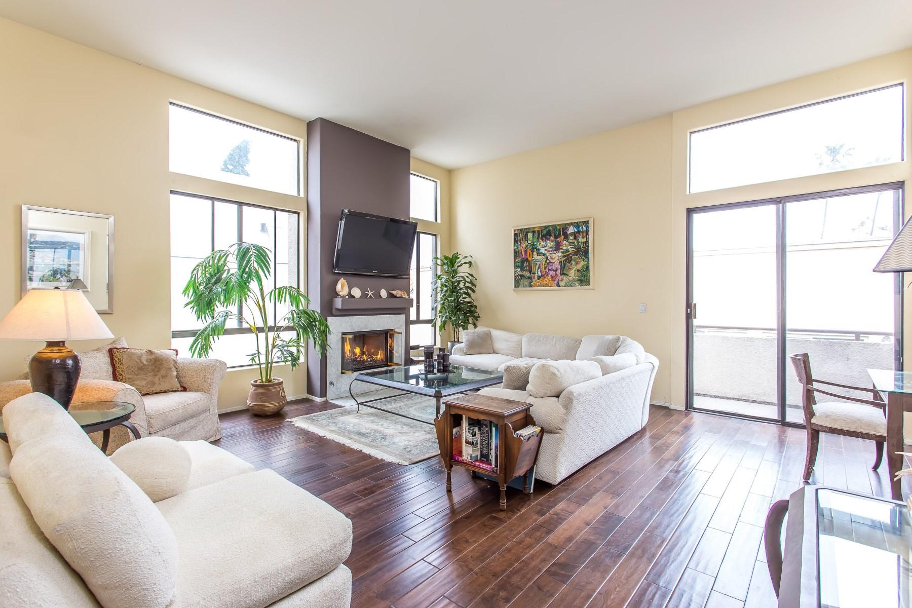Кооперативная квартира для того Продажа на Stunning Sun-Filled Penthouse Home 910 S Bedford Street #307 Los Angeles, Калифорния, 90035 Соединенные Штаты