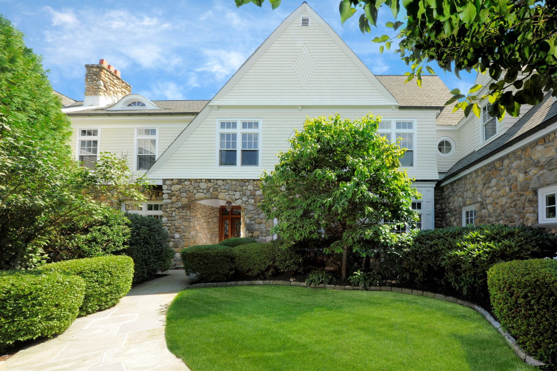 Condominium for Sale at 10 Edgewood Drive #3b Central Greenwich, Greenwich, Connecticut, 06830 United States