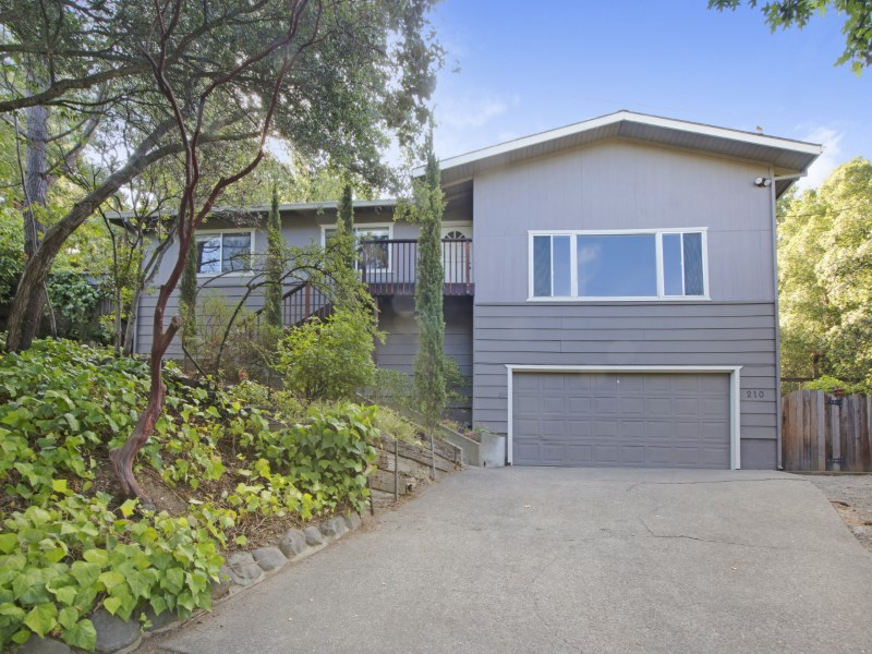 Tek Ailelik Ev için Satış at Sonoma Hillside Views 210 E Agua Caliente Rd Sonoma, Kaliforniya 95476 Amerika Birleşik Devletleri
