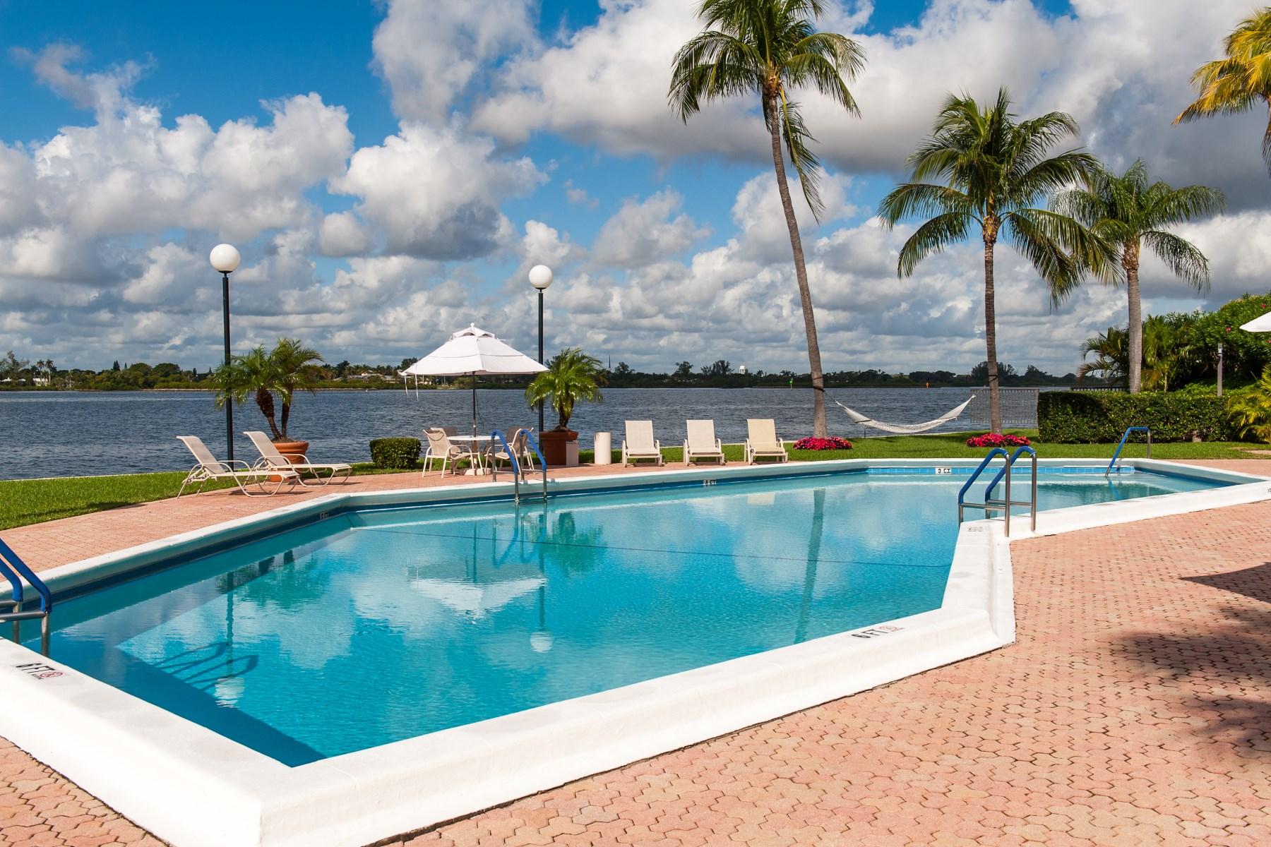 Condomínio para Venda às Sutton Place Three Bedroom Palm Beach 2778 S Ocean Blvd Apt 205s Palm Beach, Florida 33480 Estados Unidos