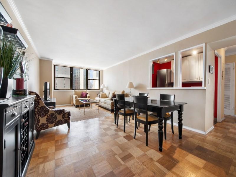 合作公寓 为 销售 在 Sun-Blasted 2 Bed, 2 Bath 225 East 36th Street Apt 9-N Murray Hill, New York, 纽约州 10016 美国