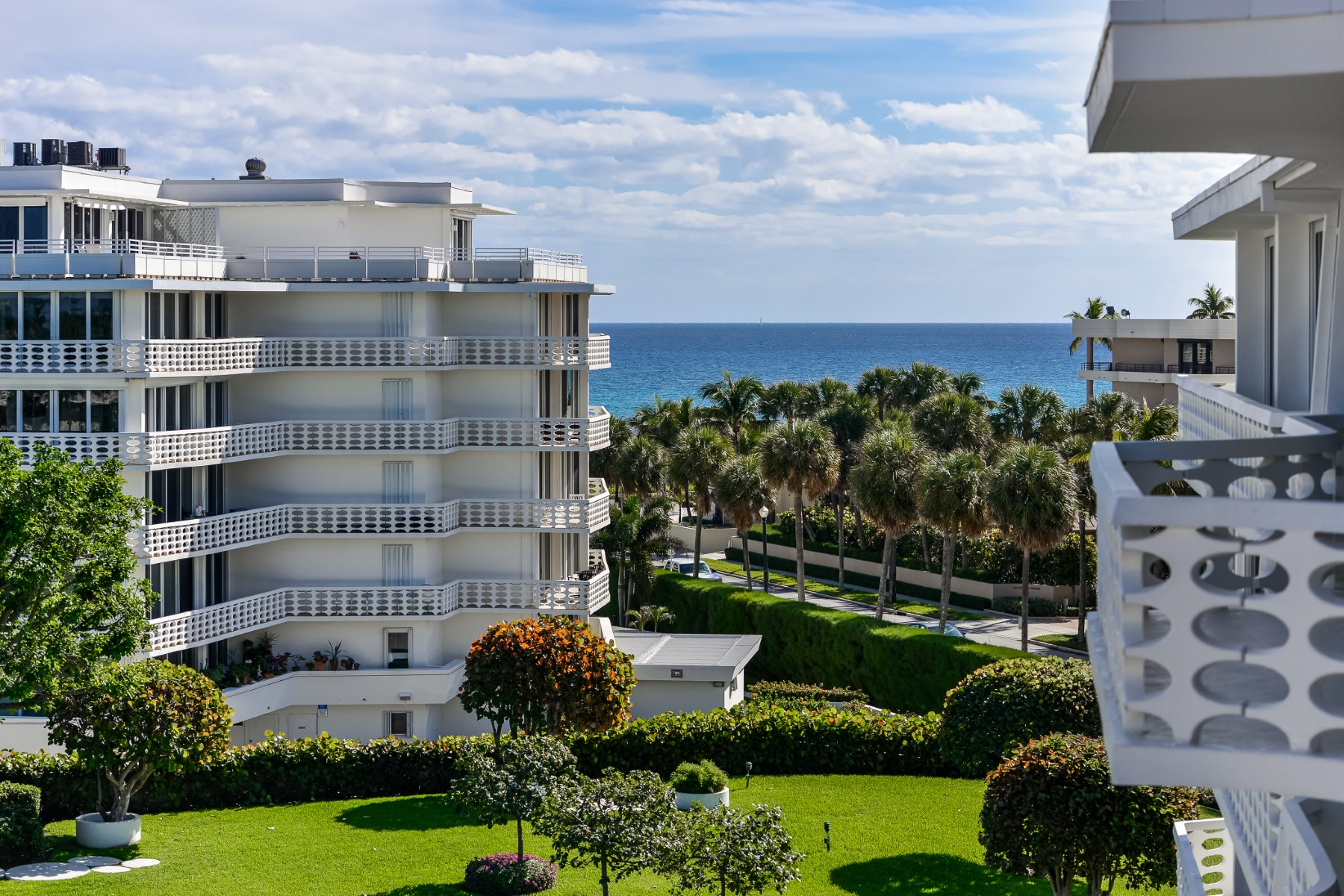 Copropriété pour l Vente à Beautifully Renovated Turnkey 130 Sunrise Ave Apt 503 Palm Beach, Florida 33480 États-Unis