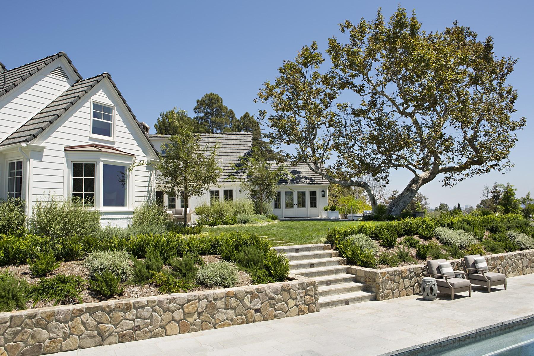 Maison unifamiliale pour l Vente à Custom One-Acre Brentwood View Estate 347 Fordyce Road Los Angeles, Californie 90049 États-Unis