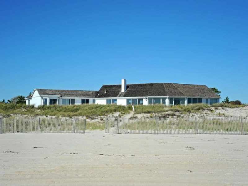 Additional photo for property listing at Incredible Oceanfront Home 396 Meadow Lane Southampton, New York 11968 United States