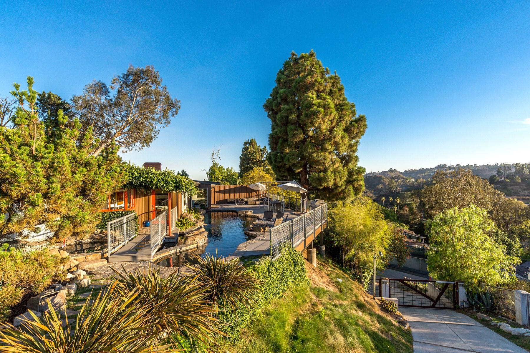 Частный односемейный дом для того Продажа на Hollywood Hills Hideaway 2970 Briar Knoll Drive Hollywood Hills, Los Angeles, Калифорния, 90046 Соединенные Штаты