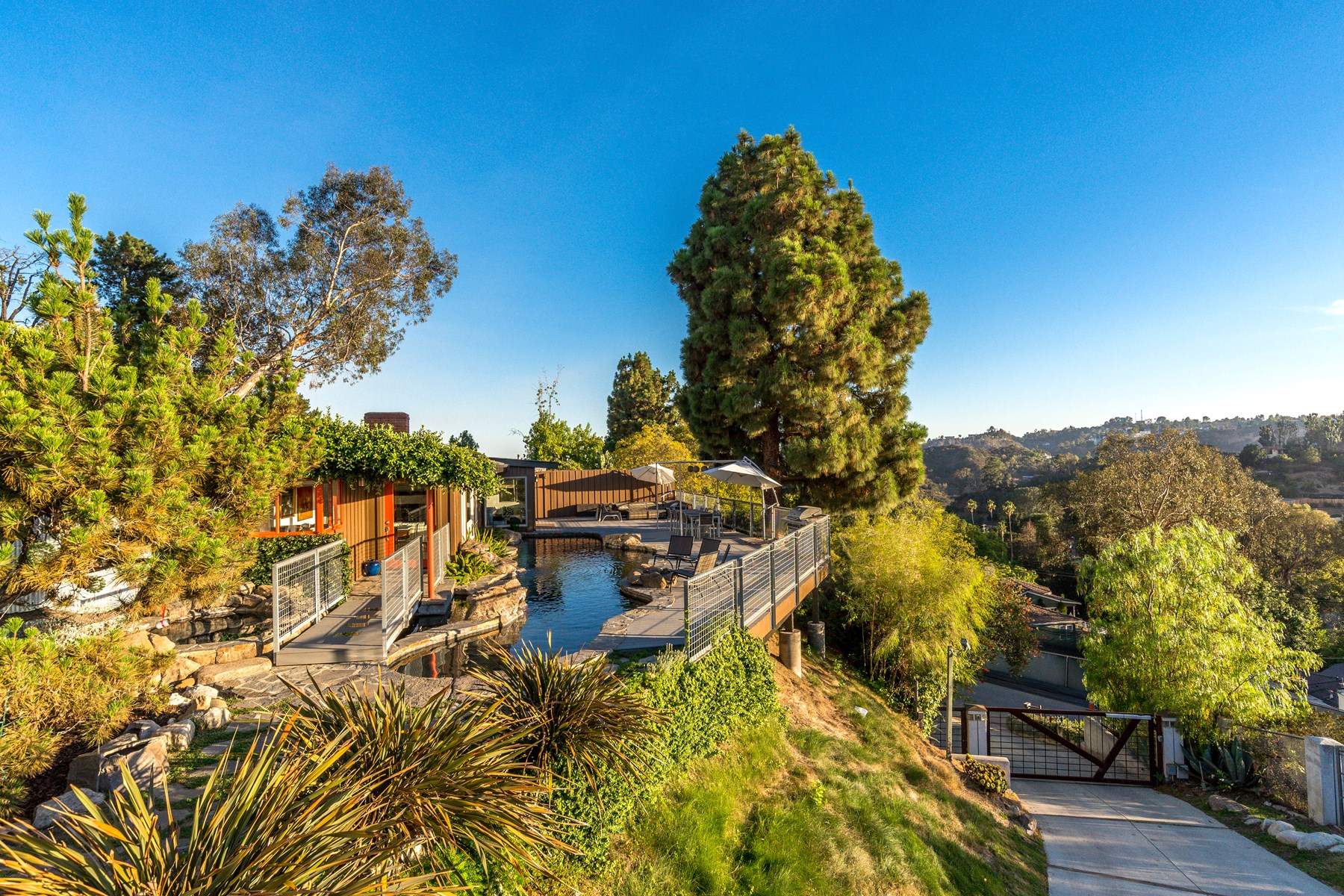 Moradia para Venda às Hollywood Hills Hideaway 2970 Briar Knoll Drive Hollywood Hills, Los Angeles, Califórnia, 90046 Estados Unidos