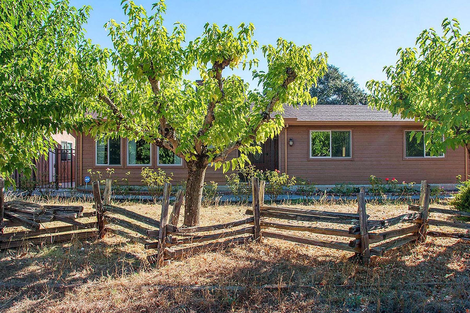 Частный односемейный дом для того Продажа на Over One Acre on the East Side 20230 Garry Ln Sonoma, Калифорния 95476 Соединенные Штаты
