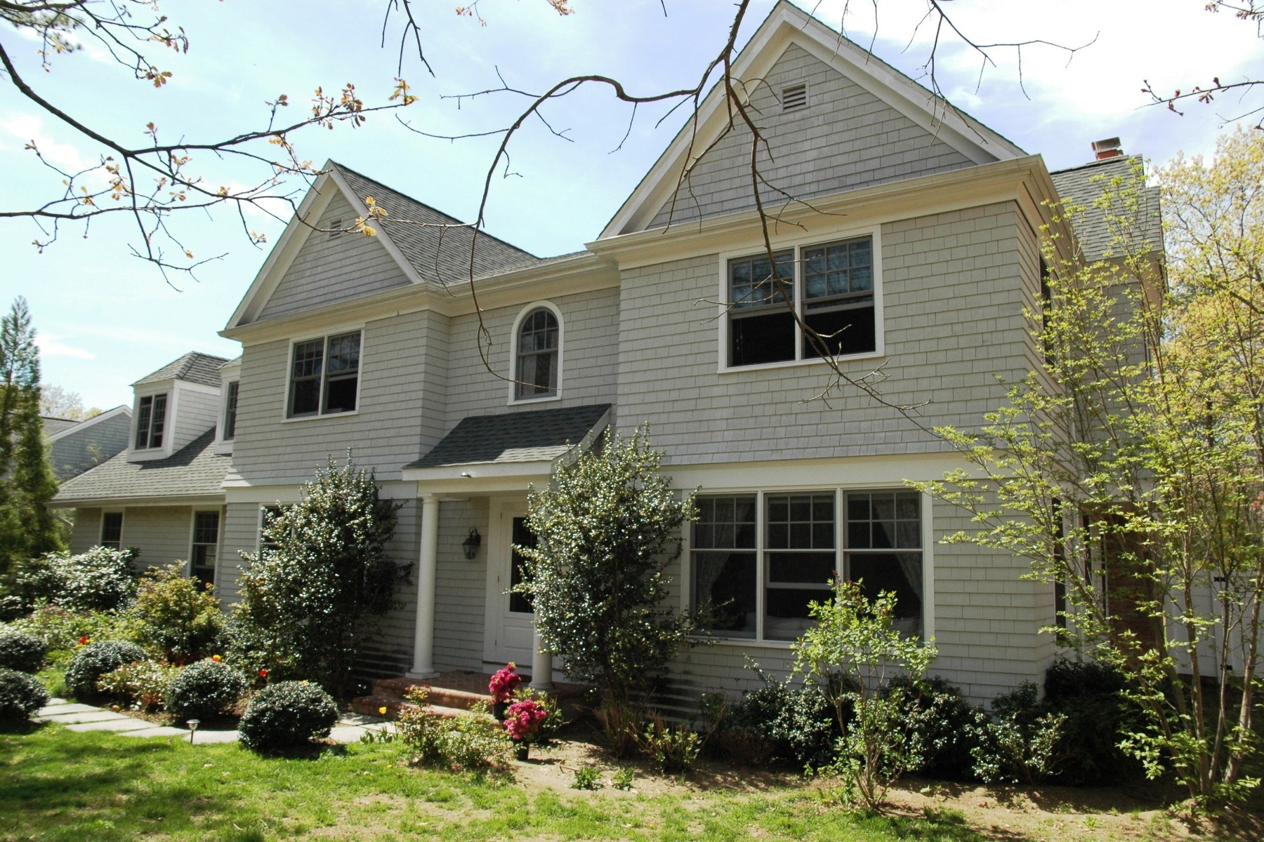 Single Family Home for Rent at Close to All East Hampton, New York, 11937 United States