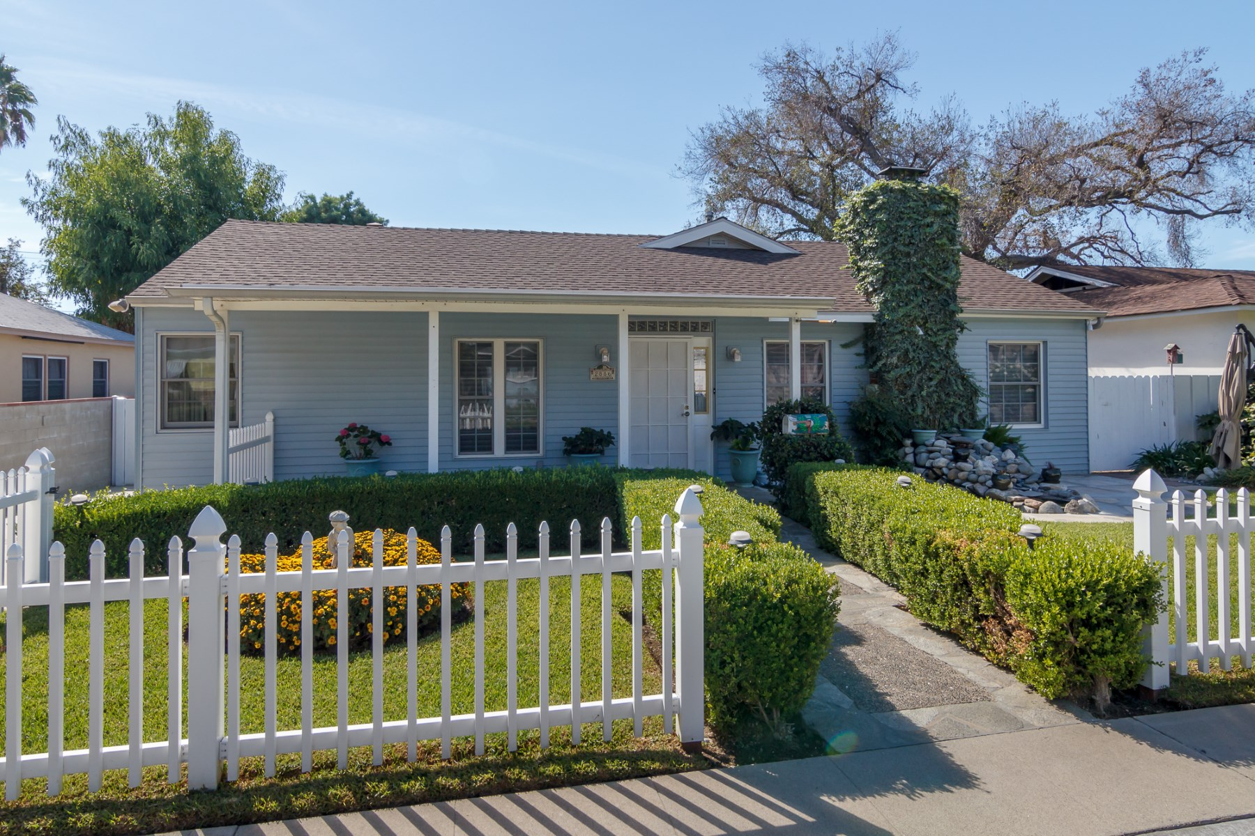 Single Family Home for Sale at Highly Desirable Residence in Great Pasadena Neighborhood 2886 Paloma Street Pasadena, California 91107 United States