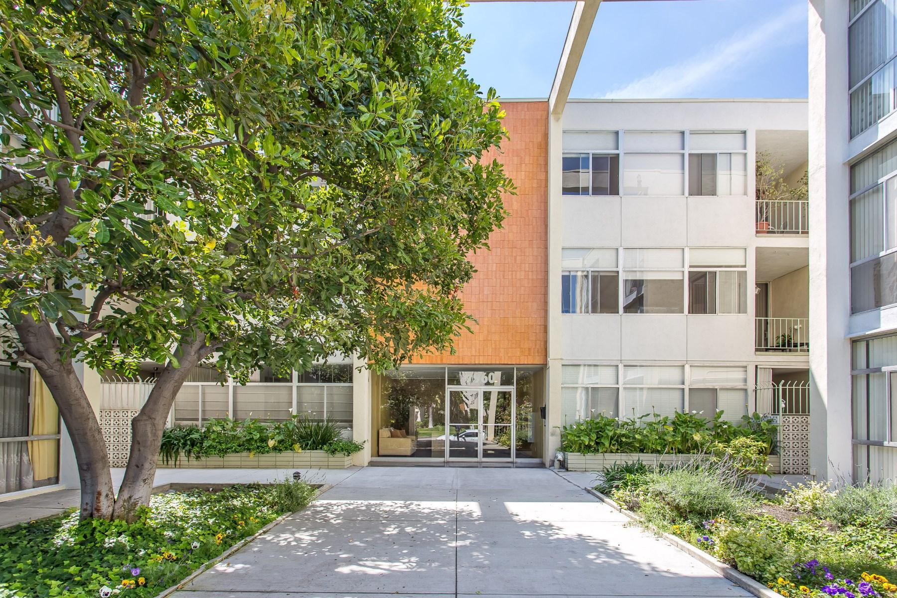 콘도미니엄 용 매매 에 Sunset Strip Condo - Top Floor with View 7960 Selma Avenue #309 Los Angeles, 캘리포니아, 90046 미국
