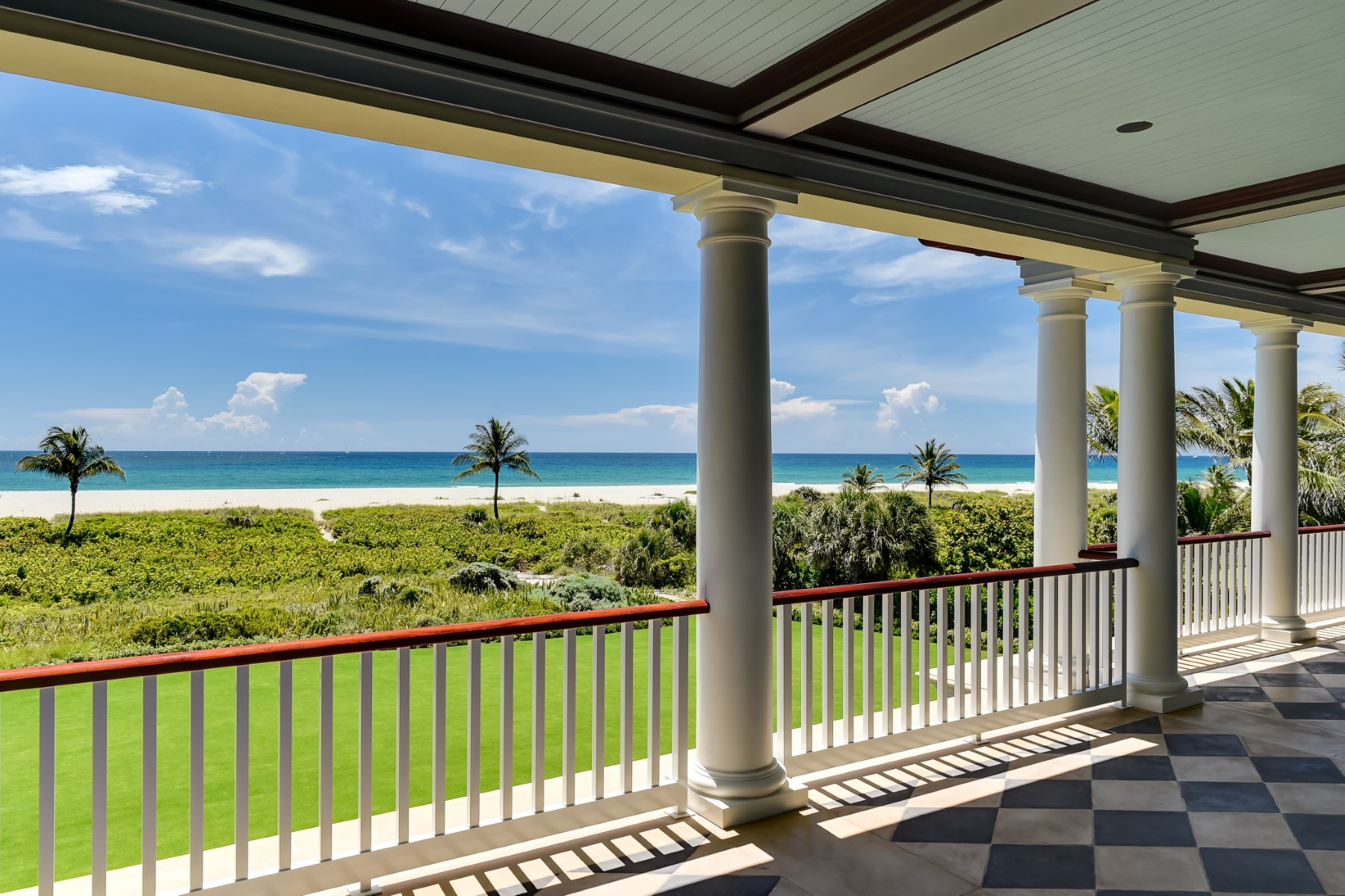 Maison unifamiliale pour l Vente à Elegant New Oceanfront Estate North End, Palm Beach, Florida, 33480 États-Unis