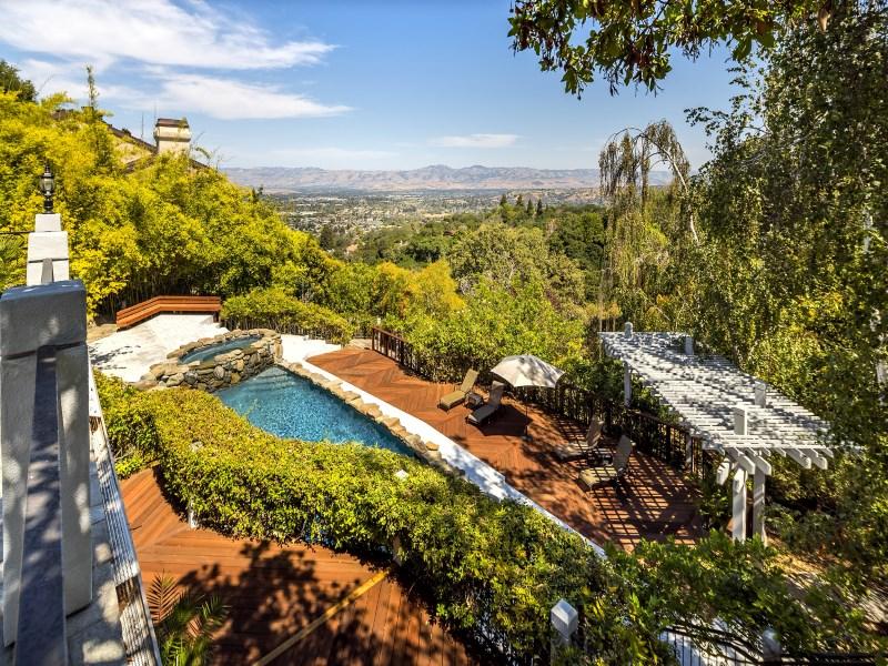 Moradia para Venda às A Golf Lover's Paradise 100 Auzerais Ct Los Gatos, Califórnia 95032 Estados Unidos