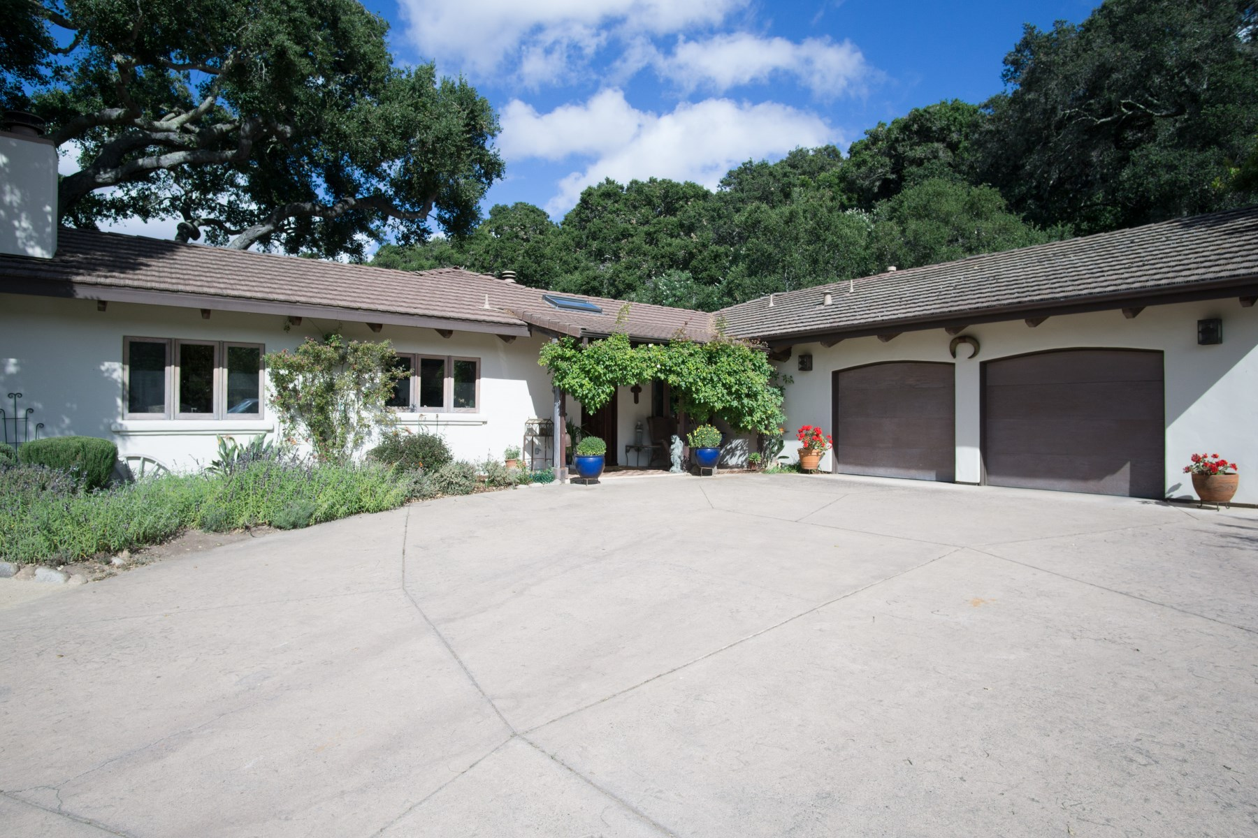 Casa para uma família para Venda às Enchanted Hacienda Style Executive Home 4 Rancho El Robledo Carmel Valley, Califórnia, 93924 Estados Unidos
