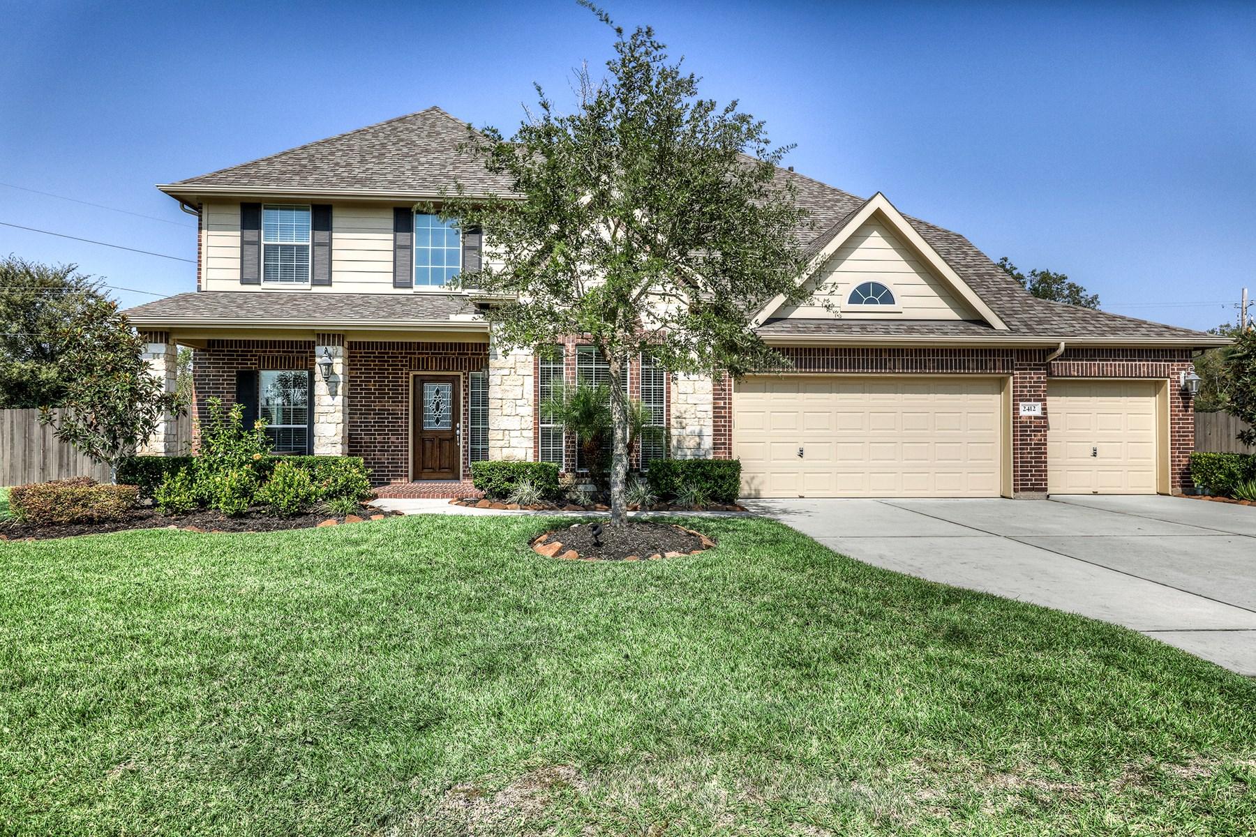 Maison unifamiliale pour l Vente à 2412 Lakeway Drive Friendswood, Texas 77546 États-Unis