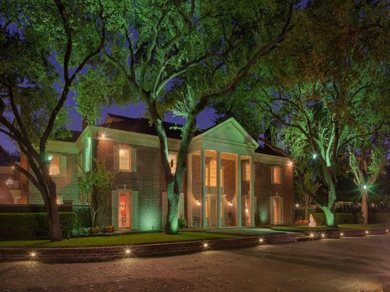 Single Family Home for Sale at 1721 River Oaks Boulevard 1721 River Oaks Blvd Houston, Texas 77019 United States