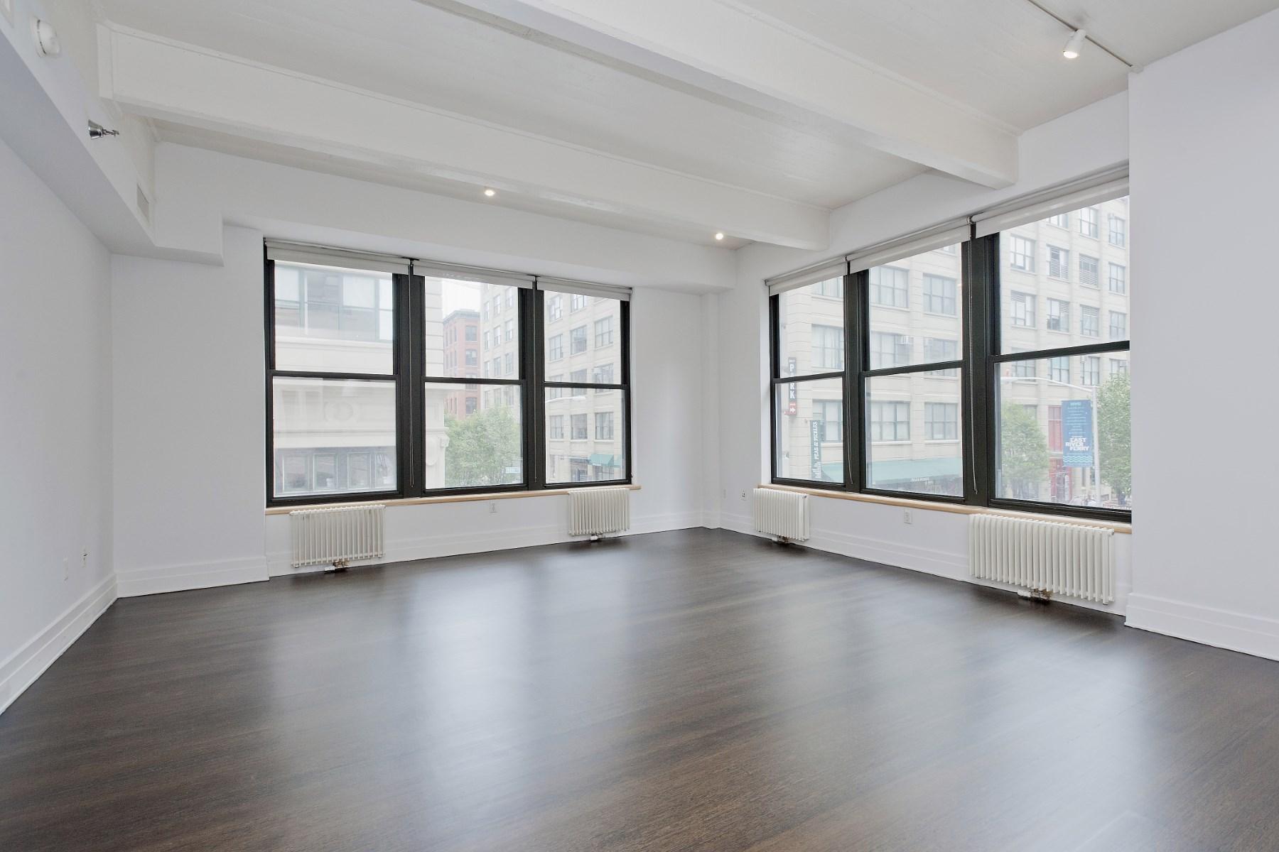 콘도미니엄 용 매매 에 Rarely Available Dumbo Corner Loft 70 Washington Street Apt 2r Dumbo, Brooklyn, 뉴욕 11201 미국