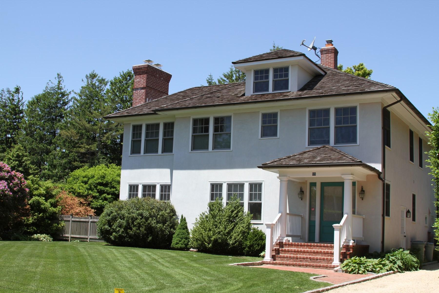Casa para uma família para Locação às Charming Home in Southampton Village Southampton, Nova York 11968 Estados Unidos