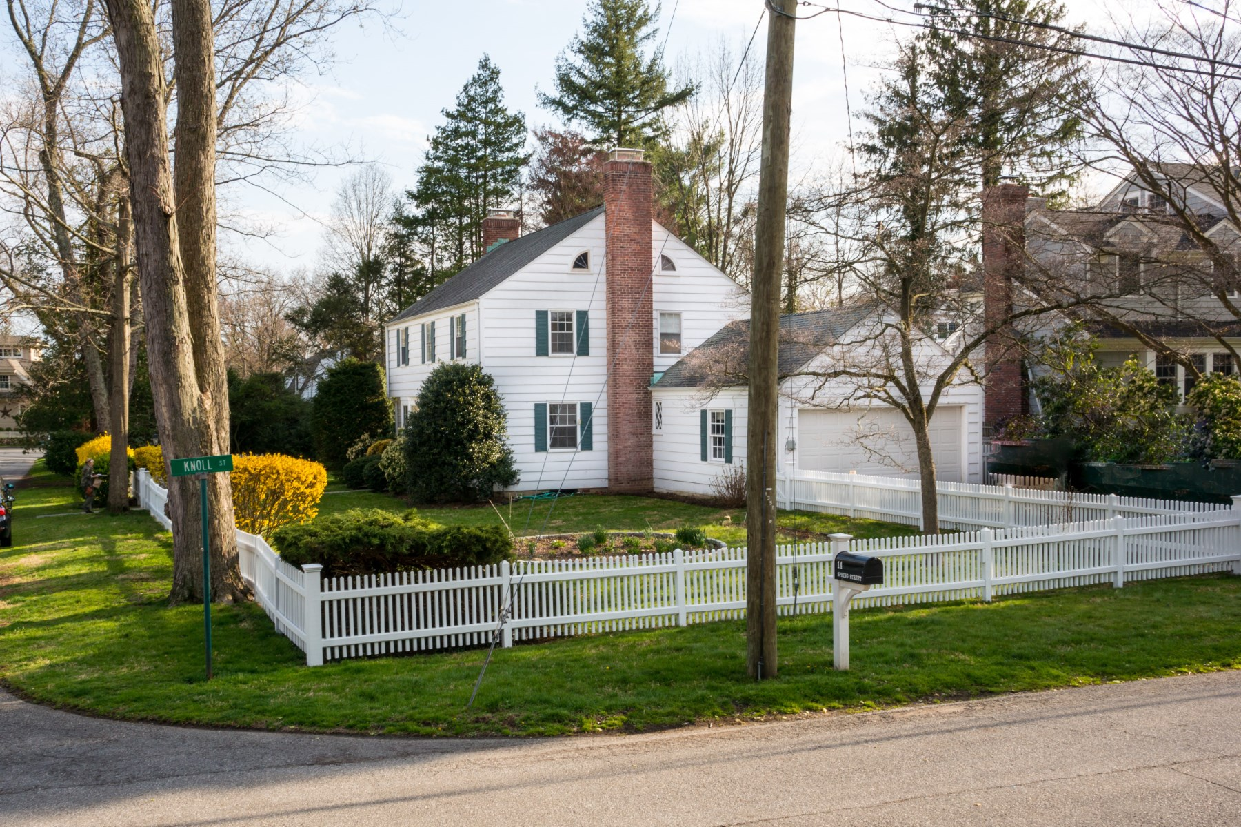Single Family Home for Sale at 14 Spring Street, Riverside CT Riverside, Connecticut, 06878 United States