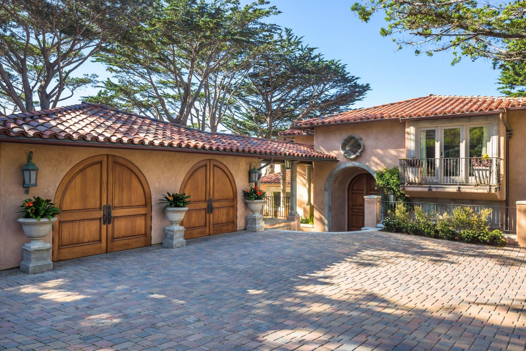 Maison unifamiliale pour l Vente à Waterfront Perfection 86 Yankee Point Drive Carmel, Californie 93923 États-Unis