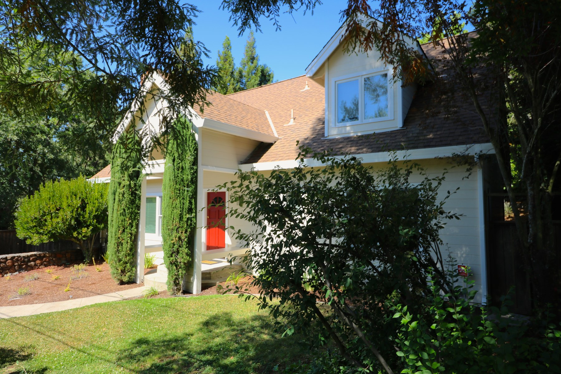 Tek Ailelik Ev için Satış at In-Town Glen Ellen 13605 Garric Ave Glen Ellen, Kaliforniya, 95442 Amerika Birleşik Devletleri