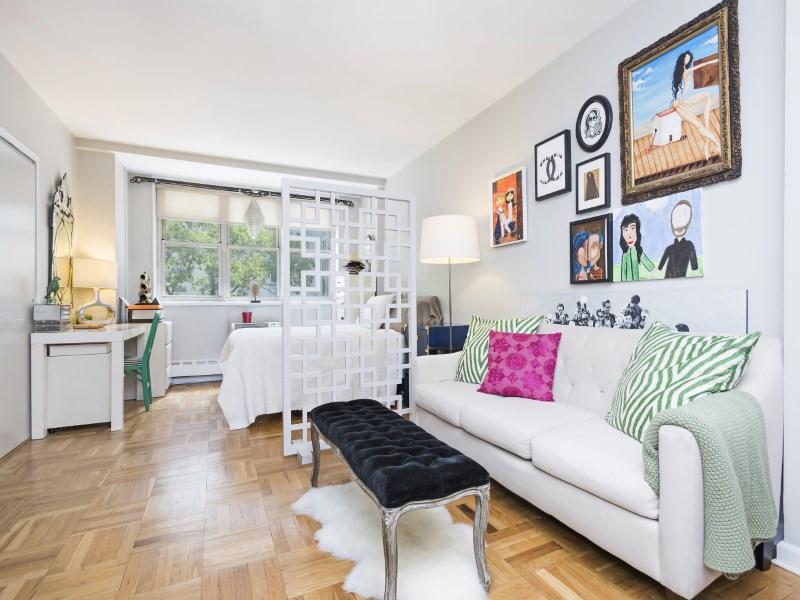 Coopérative pour l Vente à Most Desirable Randall House Studio 63 East 9th Street Apt 3n New York, New York 10003 États-Unis