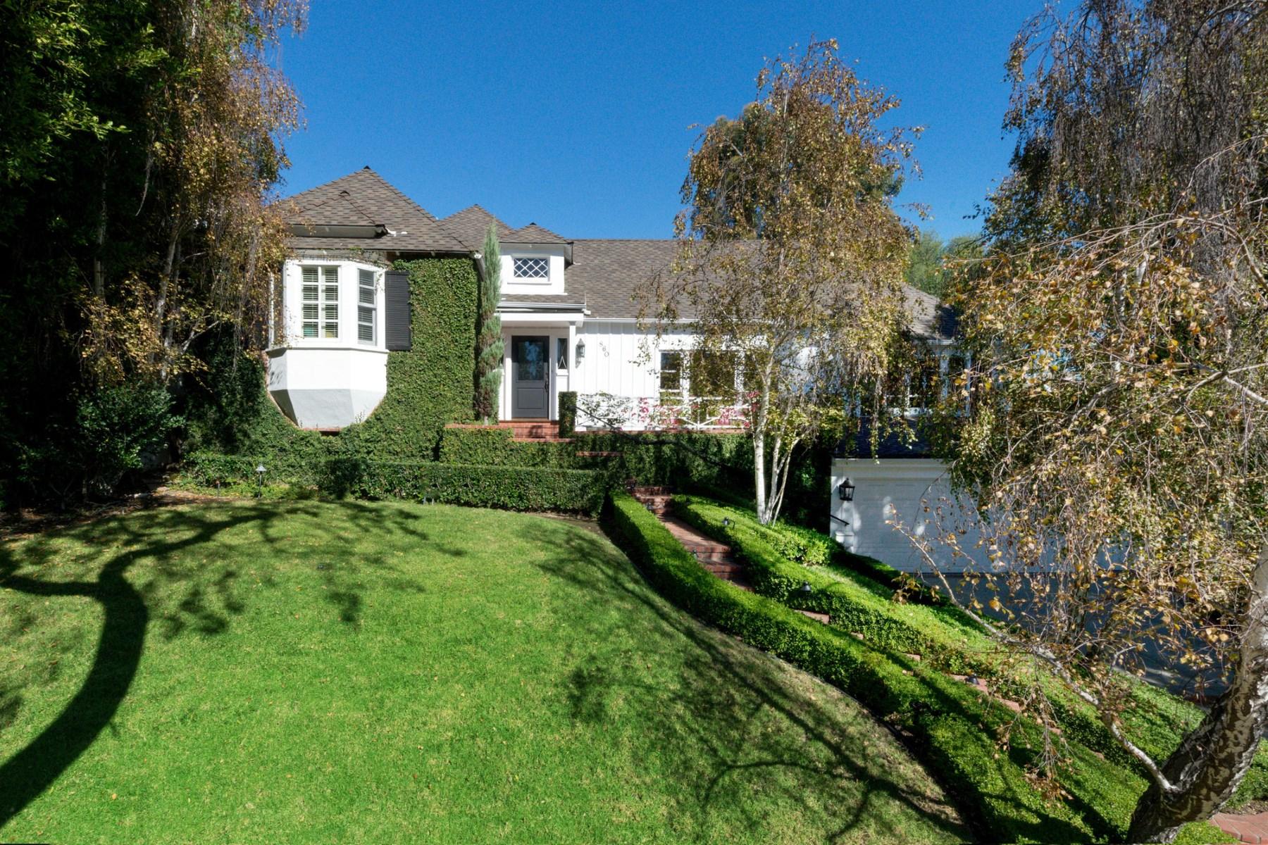 Частный односемейный дом для того Продажа на Pristine Little Holmby Traditional 860 Glenmont Avenue Los Angeles, Калифорния, 90024 Соединенные Штаты