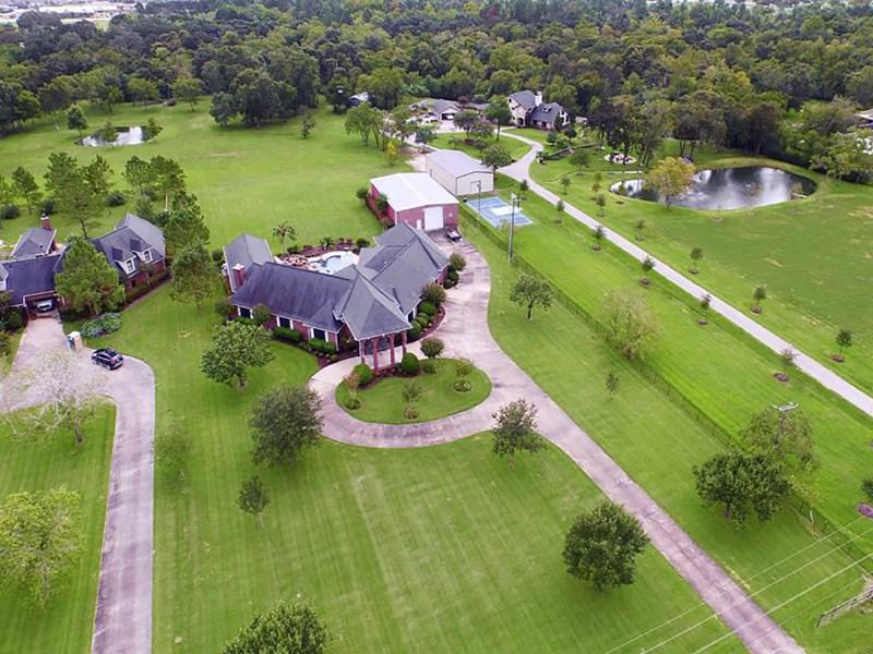 Maison unifamiliale pour l Vente à 16 Wilderness Trail Friendswood, Texas 77546 États-Unis