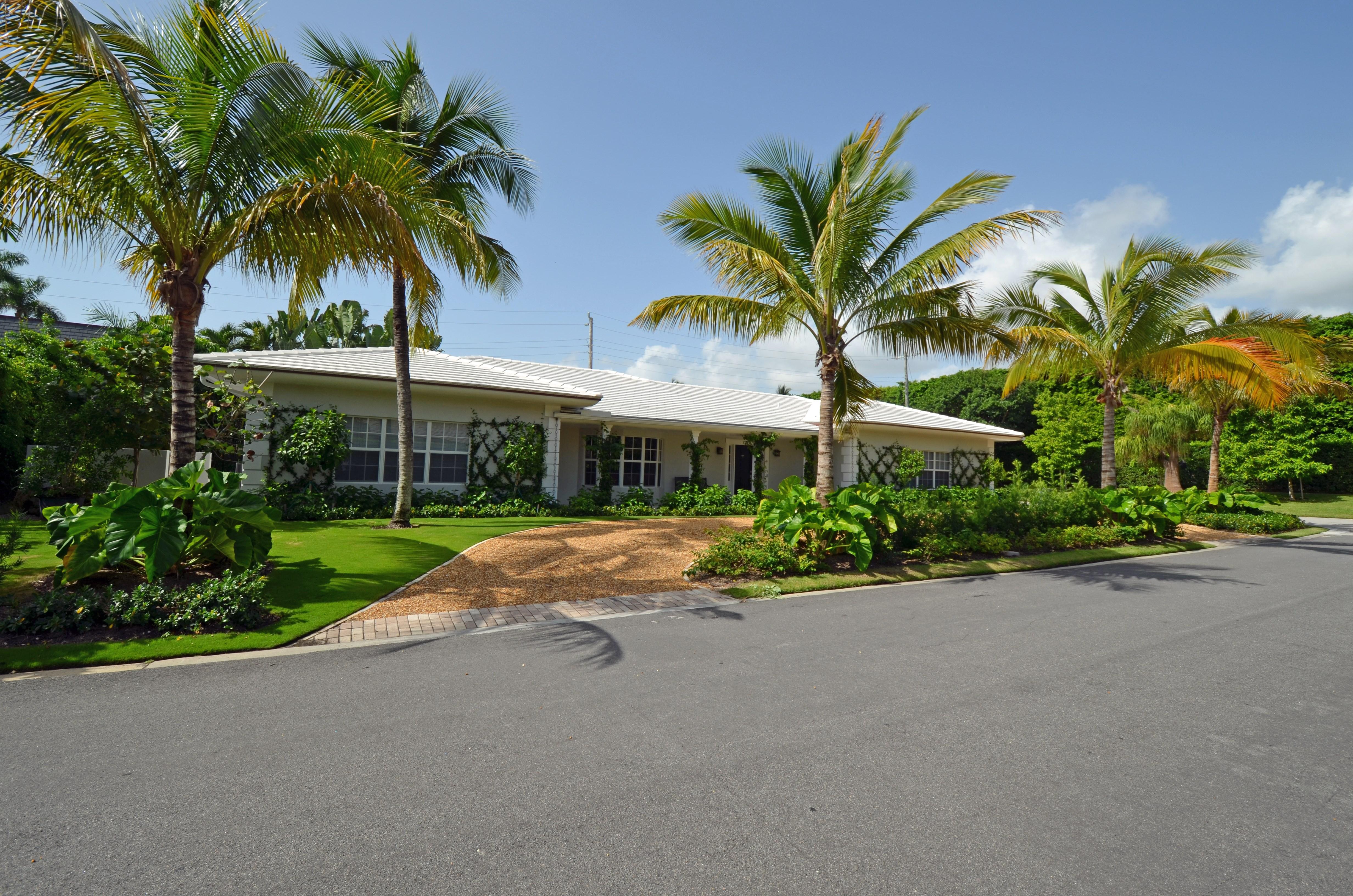 Maison unifamiliale pour l Location à Newly Remodeled Bermuda Style 270 El Dorado Ln Palm Beach, Florida 33480 États-Unis